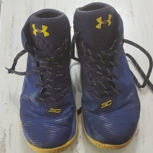 Steph Curry 2.5 size 6 boys youth. Used condition